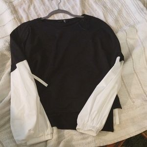 I State Black and white top with puffy sleeves